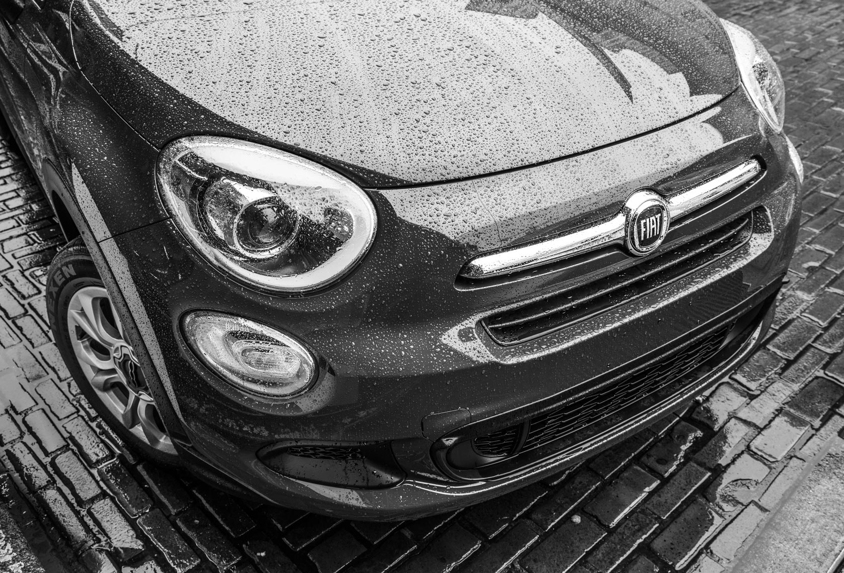 Christopher Nelson Photography|Fiat 500x|Seattle|PikePlaceMarket|B&W
