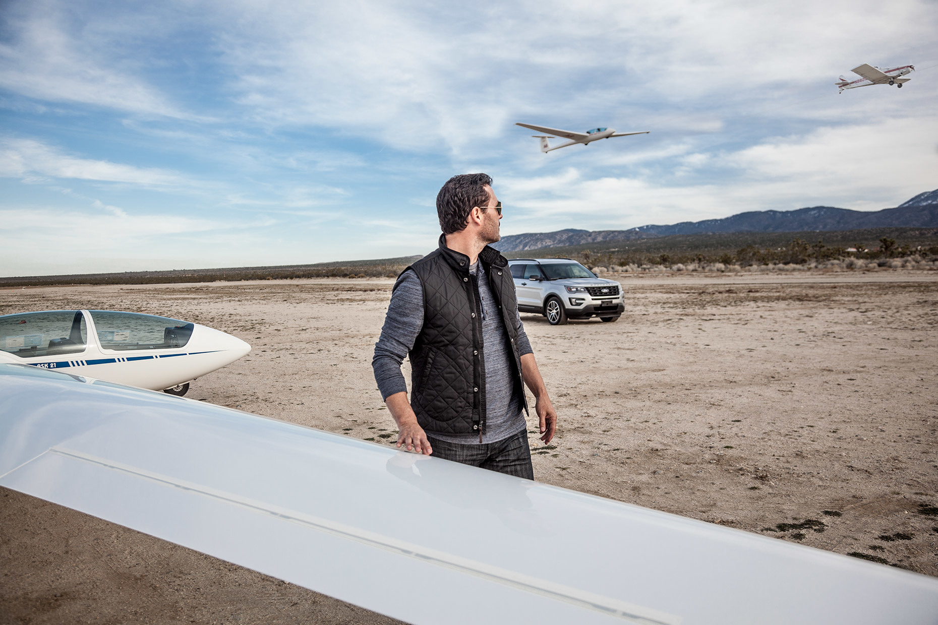 Christopher Nelson Photography|Ford Explorer|Silver|Gliders|Desert